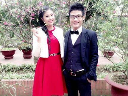 Quang Huy tốt nghiệp trường Đại học Kinh doanh & Công nghệ Hà Nội. Quang Huy từng hỗ trợ chị gái mở cửa hàng thời trang và giúp đỡ Ngọc Hân trong nhiều dự án.