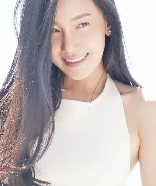 Noon Woranuch Wongsawan hay còn được biết đến với nghệ danh Noon sinh ngày 24/9/1980 tại Nakhon Pathom, Thái Lan. Mỹ nhân bắt đầu sự nghiệp vào năm 18 tuổi với vai trò người mẫu. Với gương mặt xinh đẹp, khả ái, cô được nhiều đạo diễn chú ý và mời đóng phim. Năm 2005, nhờ vai nữ chính trong bộ phim Đoạn tình bi ai, Noon vinh dự đoạt giải Diễn viên chính xuất sắc tại Lễ trao giải Top awards. Sở hữu thân hình gợi cảm và quyến rủ, người đẹp được rất nhiều thương hiệu thời trang săn đón và mời làm gương mặt đại diện. Không chỉ thành công ở con đường diễn xuất, cuộc hôn nhân hạnh phúc của Noon cùng thiếu gia giàu có bậc nhất Thái Lan Todd Pithi Bhirompakdee cũng khiến nhiều người ngưỡng mộ. Sau thành công của bộ phim Đùa với lửa, nữ diễn viên đang dành thời gian để nghỉ ngơi trước khi quay trở lại với những dự án mới.