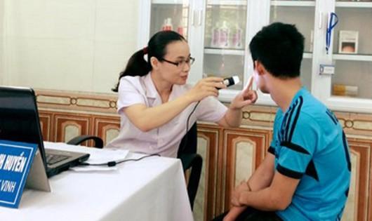 Khi mắc bệnh về da, cần đến cơ sở y tế để được khám và tư vấn cụ thể.