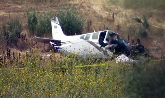 Cha ôm con nhảy khỏi máy bay đang rơi, chỉ 1 người sống sót