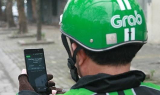 Yêu cầu Grab chấn chỉnh, xử nghiêm tình trạng dùng điện thoại khi lái xe
