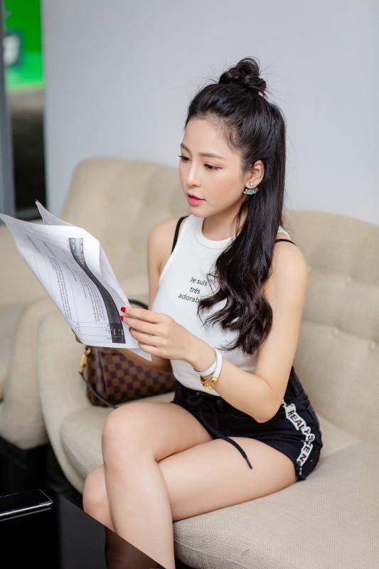 Mới đây, Trâm Anh tái xuất trong vai trò MC gameshow bóng đá của một kênh truyền hình online. Đây là lần đầu tiên cô làm host cho một chương trình truyền hình.
