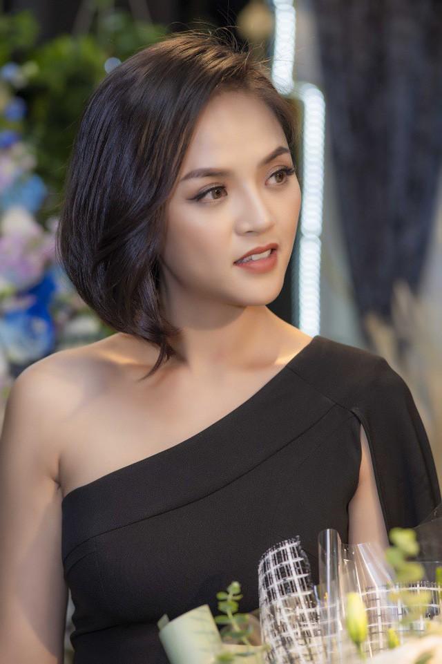 Vào vai quá đạt cũng khiến Thu Quỳnh gặp không ít rắc rối, cô tiết lộ: Có lẽ mọi người ghét My sói quá đến mức vào tận trang cá nhân của tôi để chửi bới.