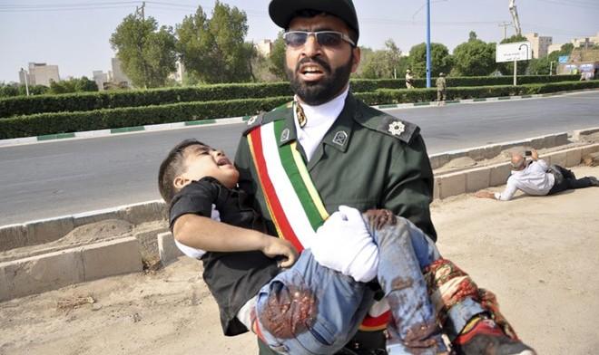 Truyền thông Iran cho biết trong số các nạn nhân bị thương có cả phụ nữ và trẻ em. Ảnh: AP.