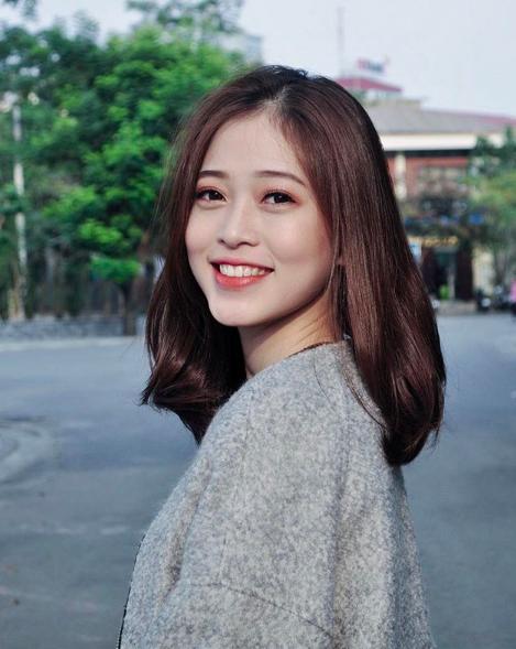 Có thể nói, ngay từ vòng sơ khảo Hoa hậu Việt Nam 2018, Bùi Phương Nga đã được nhiều người nhận xét có khuôn mặt xinh đẹp hao hao giống Hoa hậu Jenifer Phạm.