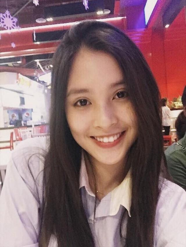 Trần Tiểu Vy vốn là cô gái hát hay, đam mê thời trang nhưng gia đình không có điều kiện nên cô đã phải nỗ lực rất nhiều.