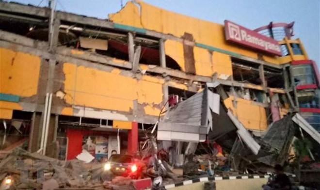 Một trung tâm thương mại bị sập sau động đất tại Palu, tỉnh Trung Sulawesi, Indonesia ngày 28/9/2018. (Ảnh: AFP/TTXVN)