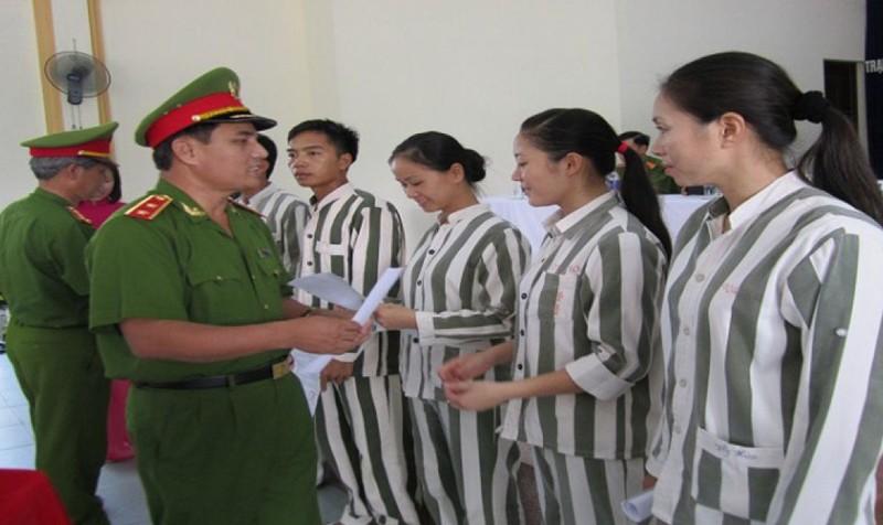 Tha tù trước thời hạn có điều kiện khác thế nào so với đặc xá?