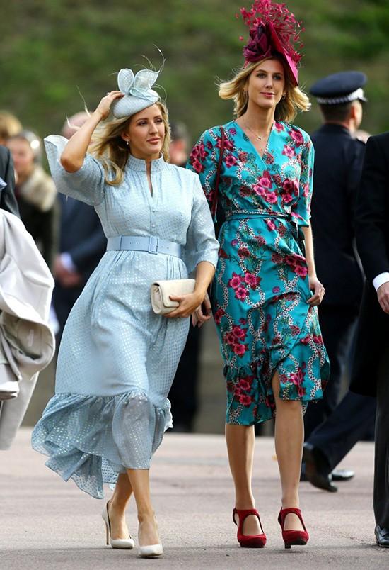 Ngôi sao truyền hình thực tếEllie Goulding (bên trái).