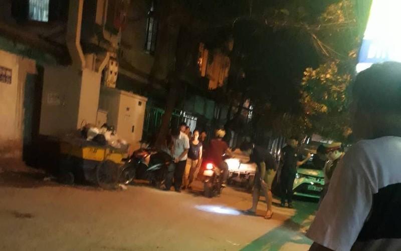 Tài xế taxi bị bắn trọng thương, lái xe chèn qua người ở Hà Nội