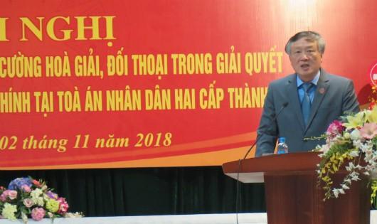 Ông Nguyễn Hòa Bình, Chánh án TAND Tối cao phát biểu tại Hội nghị