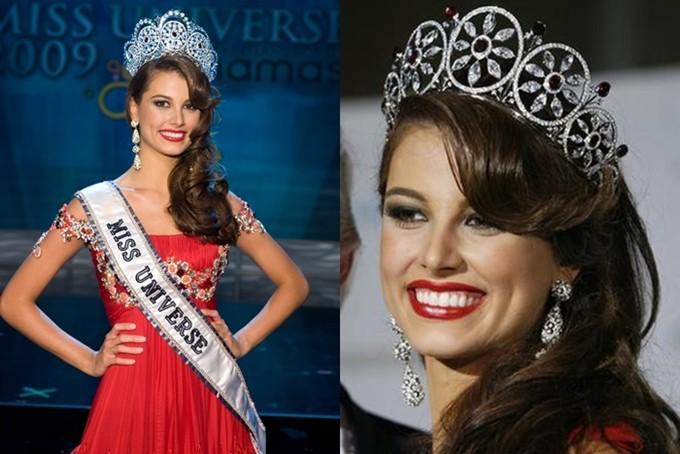 Vương miện Dianmond Nexus cũng có hai phiên bản được Hoa hậu Hoàn vũ 2009 - Stefanía Fernández (ảnh) đội trên đầu trong đêm đăng quang và các hoạt động sau đó.