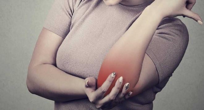 Dây thần kinh nằm ở khuỷa tay rất dễ bị tổn thương từ tác động bên ngoài. Ảnh: BI