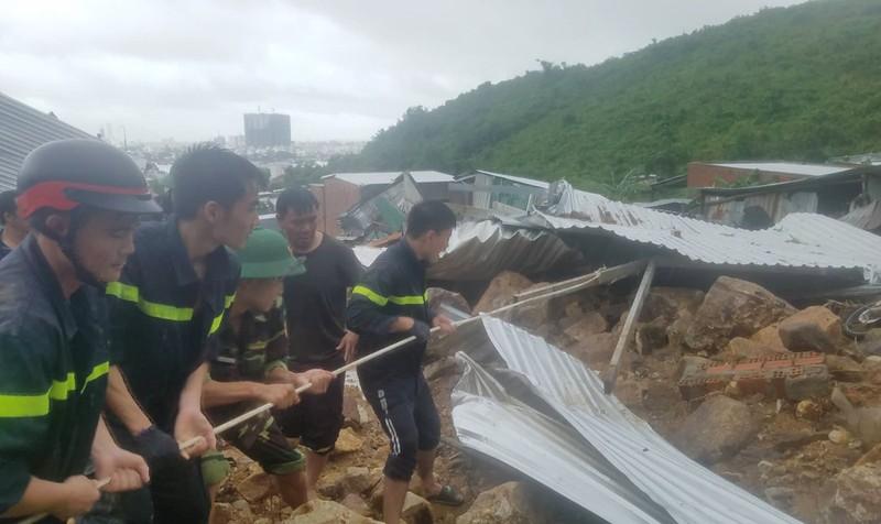 Thủ tướng yêu cầu khắc phục nhanh hậu quả mưa lũ, không để người dân bị đói