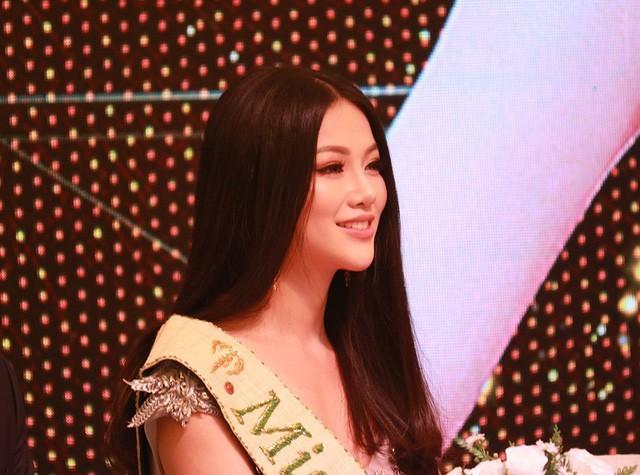 Trong thời gian gần đây, việc các thí sinh cuộc thi Hoa hậu Trái đất tố cáo bị quấy rối tình dục khi tham gia cuộc thi cũng phần nào ảnh hưởng đến uy tín và hình ảnh của cuộc thi, với cương vị Tân Hoa hậu Phương Khánh cũng nhận được câu hỏi về vấn đề này.
