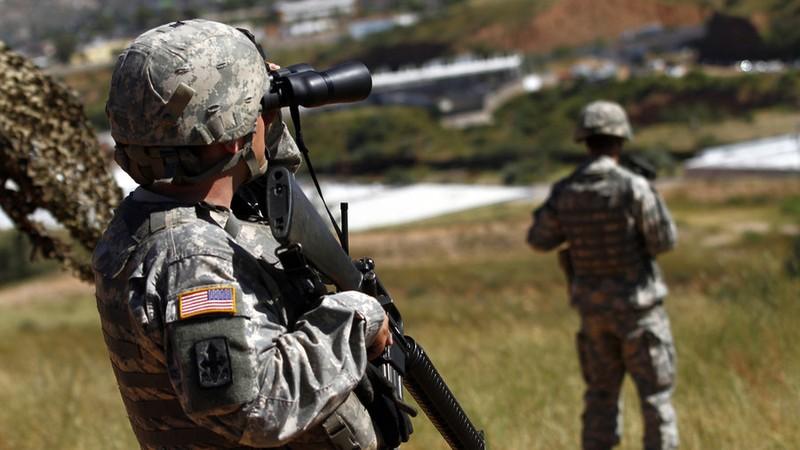 Binh sĩ Mỹ tuần tra tại biên giới Mexico. Ảnh: Reuters.