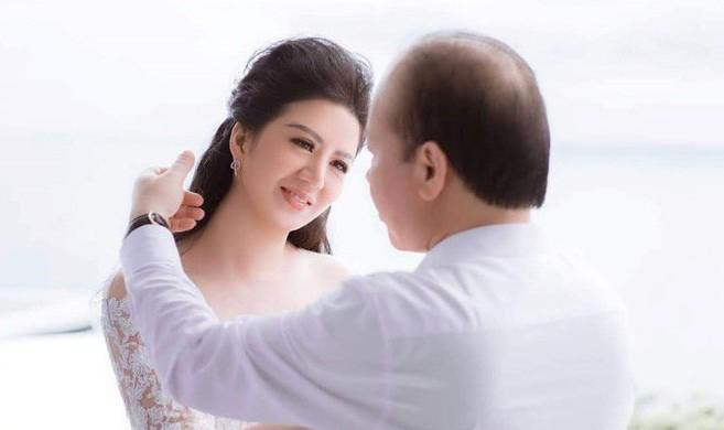 Nữ ca sỹ lấy Thứ trưởng Bộ Tài chính hé lộ cuộc sống vợ chồng son