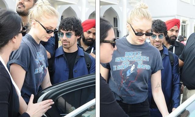 Đi cùng họ là em trai của Nick - Joe Jonas và bạn gái Sophie Turner