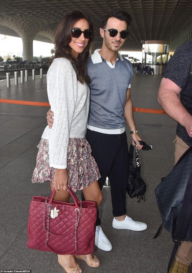 Anh của Nick - Kevin Jonas đưa vợ Danielle tới Ấn Độ dự đám cưới em