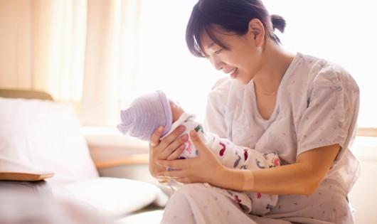 Vợ sinh con, cán bộ, sĩ quan Công an được hưởng chế độ thế nào?