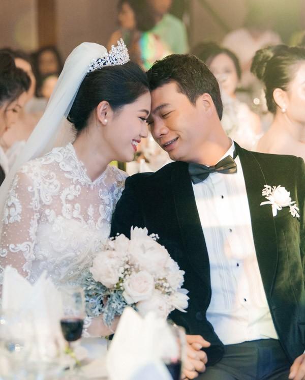 Á hậu Thanh Tú và chồng đại gia liên tục âu yếm trong tiệc cưới - 6
