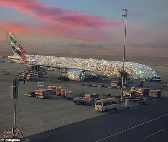 Sự thật đằng sau chiếc Boeing 777 dát kim cương - Ảnh 1.