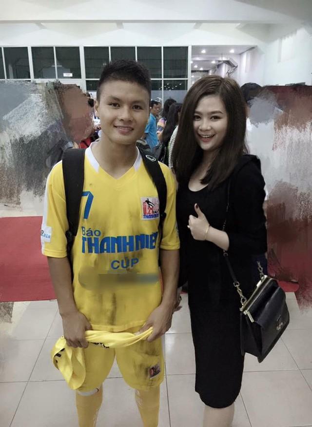 Quang Hải từng đăng tải bức ảnh chụp chung với Tường Vy sau một trận đấu và gửi lời chúc mừng sinh nhật đàn chị.