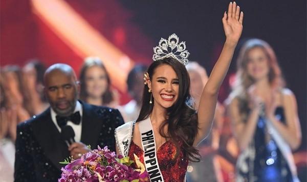 Bạn trai tân Hoa hậu Hoàn vũ: 'Cô ấy xứng đáng nhất'