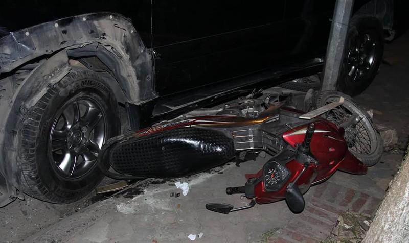 Kinh hoàng nữ tài xế lái Lexus đâm loạt xe máy ven Hồ Tây, 6 người cấp cứu