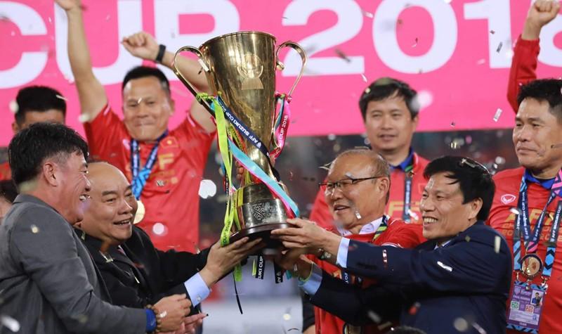 Chiều nay, Thủ tướng tiếp các nhà vô địch AFF Cup 2018 và 2 'ông bầu'