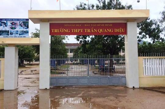 Thông tin bất ngờ về nguyên nhân nam sinh lớp 11 đánh thầy giáo nhập viện - Ảnh 1.