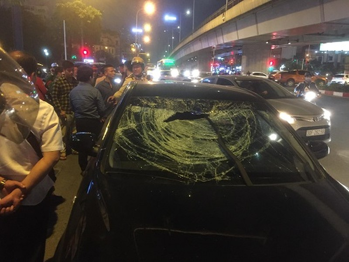 Chiếc xe gây tai nạn liên hoàn. Ảnh: N.N