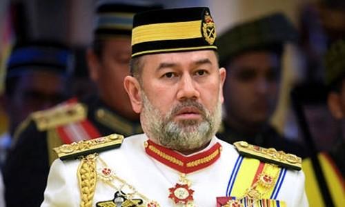 Vì sao Vua Malaysia thoái vị sau khi cưới hoa khôi Nga?