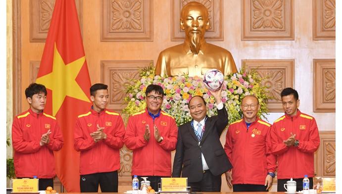 Thủ tướng: Hàng triệu con tim cổ vũ cho ĐT Việt Nam trận gặp Yemen