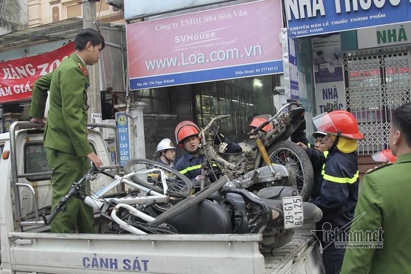 Ô tô đâm 5 xe trên phố Ngọc Khánh: Thai phụ nhảy bật trong tích tắc