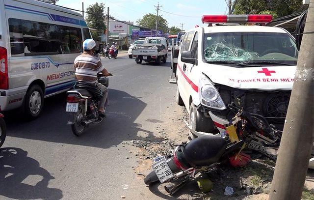 Xe cứu thương gây tai nạn khiến thai phụ 7 tháng mất con - 1