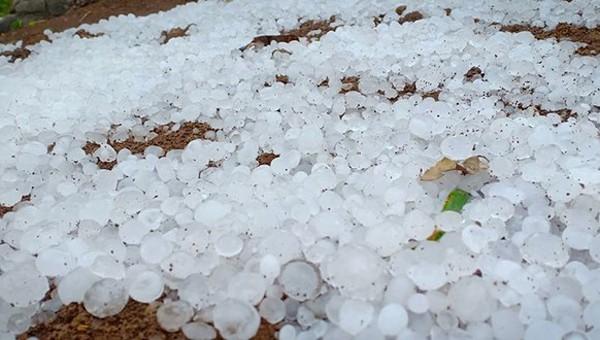 Mưa đá kéo dài cả chục phút tại Lào Cai, Điện Biên, Sơn La