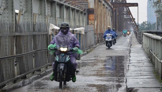 Gió mùa lại tràn về, Hà Nội ngày mai mưa rào, đêm trở rét