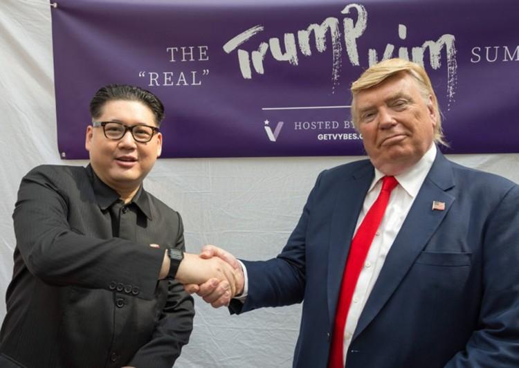 Bản sao Trump - Kim tại Singapore khi hội nghị thượng đỉnh Mỹ - Triều lần thứ nhất diễn ra tháng 6/2018. Ảnh: AFP