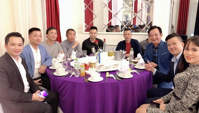 'Sao' hội ngộ tưng bừng trong tiệc cưới quê nhà của Trung Hiếu với vợ kém 19 tuổi