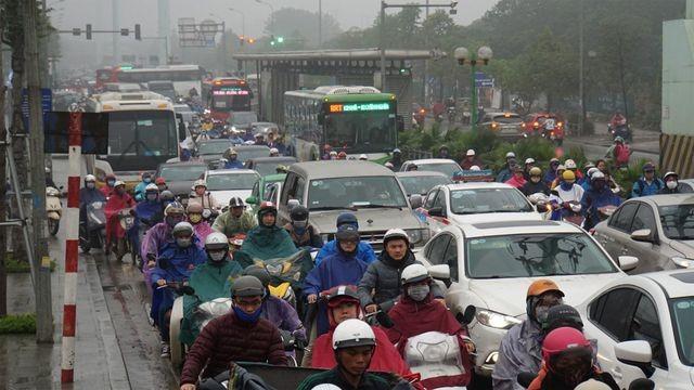 Hà Nội nghiên cứu cấm xe máy theo giờ trên 6 tuyến phố - 1