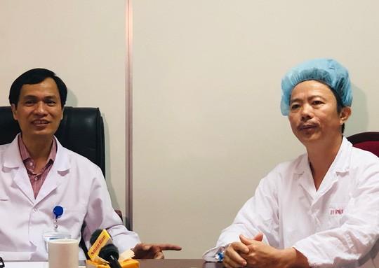 Bệnh nhân chia sẻ cảm giác hát trên bàn mổ khi bác sĩ đang vét u não - Ảnh 2.