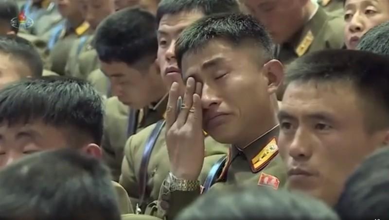 Sĩ quan Triều Tiên bật khóc khi họp với Nhà lãnh đạo Kim Jong-un