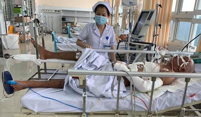 Bệnh nhân đang được chăm sóc hậu phẫu. Ảnh: Phước Tuấn.