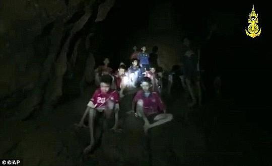 Tiết lộ chấn động vụ giải cứu đội bóng nhí Thái Lan khỏi hang động - Ảnh 1.
