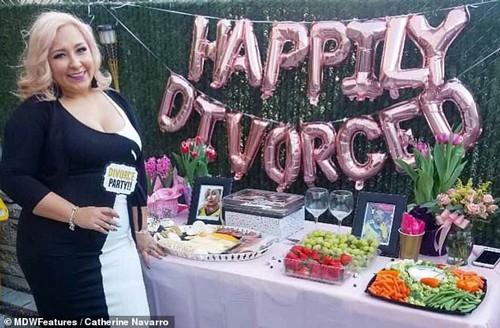 Catherine mở tiệc ly hôn hoành tráng. ẢNh: N.