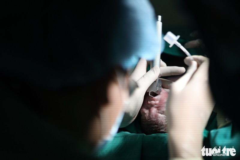 Xúc động ca mổ đặc biệt đón bé sơ sinh từ người mẹ ung thư giai đoạn cuối - Ảnh 7.