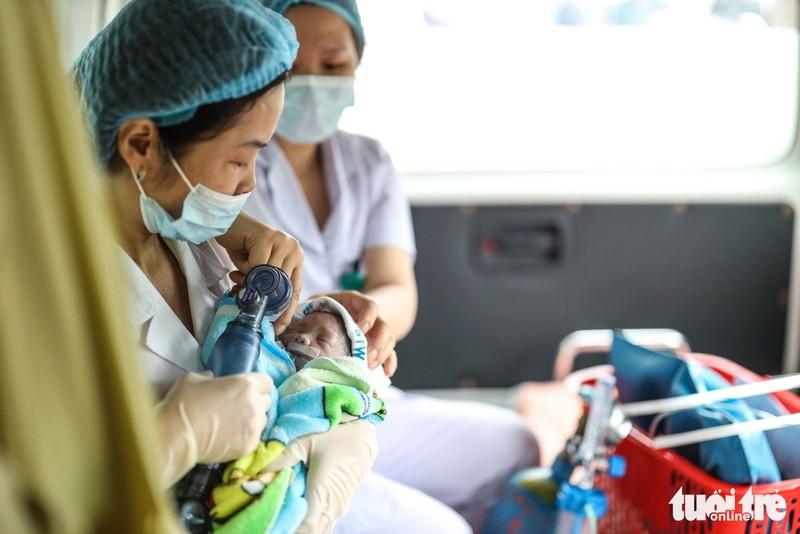 Xúc động ca mổ đặc biệt đón bé sơ sinh từ người mẹ ung thư giai đoạn cuối - Ảnh 10.