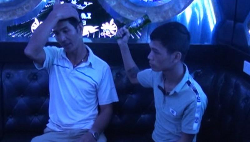 Bùi Thành Nam dùng chai bia đập vào đầu anh Huỳnh. Ảnh: Công an tỉnh Bắc Kạn
