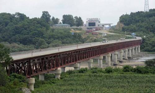 Cây cầu nối từ thành phố Hồn Xuân sang lãnh thổ Triều Tiên. Ảnh: FT.
